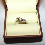Bague or blanc et diamants faite sur la base d'un croquis du client.