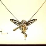 Sculpture d'une fée réalisée en repoussé sur base du croquis du client.