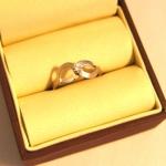 Bague en or blanc sertie d'un diamant monté en solitaire.