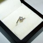 Un diamant monté en solitaire toi et moi.