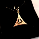 Voici une version or jaune de mon triangle double.