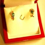 Les bouscles d'oreille or jeune émeraudes et diamants...