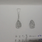 Croquis du projet du pendentif or blanc et diamants.